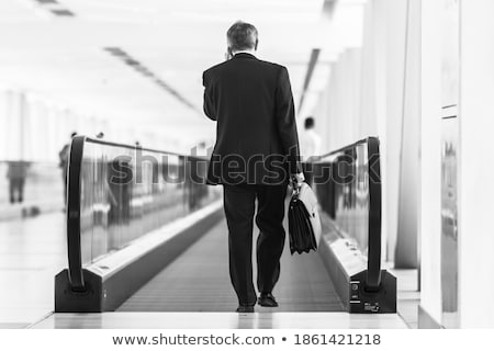 Foto stock: Empresario · pie · urbanas · medio · ambiente · aeropuerto · maleta