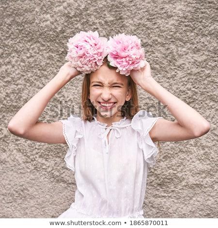 Tendre romantique jeune femme belle couronne roses Photo stock © deandrobot