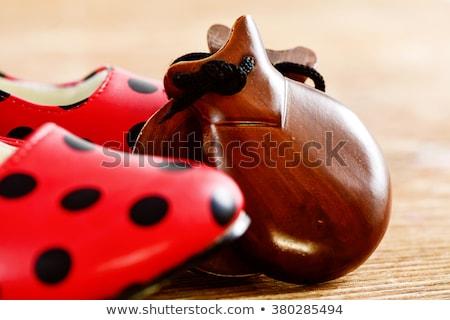 jogar · vermelho · sapatos · pequeno · criança · mamãe - foto stock © nito