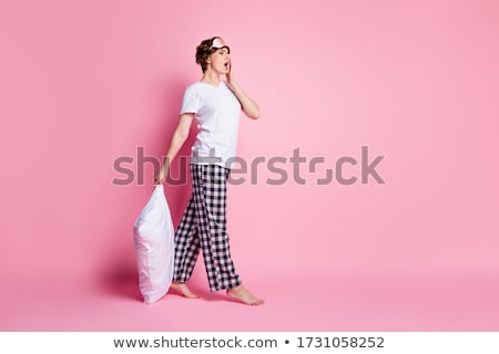 Descalzo mujer caminando verde campo hierba Foto stock © Nobilior