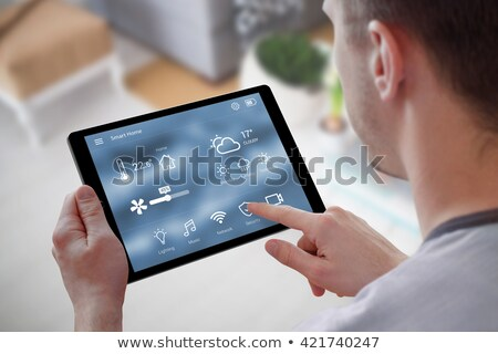 tablet · keukentafel · handdoek · koken · houten - stockfoto © wavebreak_media