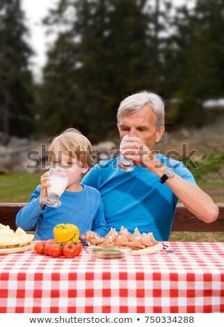 Grootvader kleinzoon eten berg man kind Stockfoto © IS2