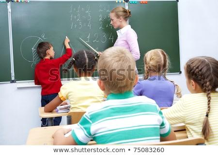 Stockfoto: Asisschoolleraar · helpt · jongen · nummers · te · leren