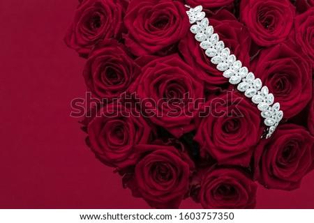 luxus · gyémánt · karkötő · virágcsokor · vörös · rózsák · ékszerek - stock fotó © anneleven