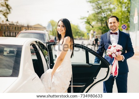 Portret newlywed paar zitten auto ceremonie Stockfoto © vkstudio