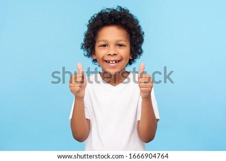 aranyos · pozitív · mosolyog · kicsi · fiú · izolált - stock fotó © zurijeta