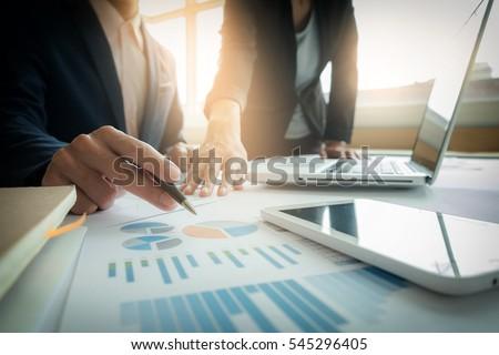 megbeszélés · terv · portré · kettő · fiatal · nők · munkahely - stock fotó © freedomz
