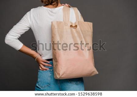 Maakt een reservekopie jonge tijdgenoot vrouw tshirt Stockfoto © pressmaster