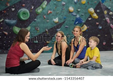 скалолазания инструктор ног сидят три молодые Сток-фото © pressmaster