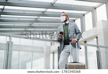 Młodych działalności bagaż stałego jeden windy Zdjęcia stock © pressmaster