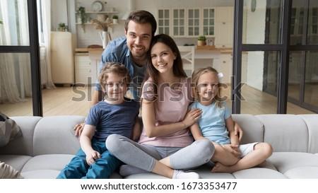 Portret przyjemny patrząc matka tata mały Zdjęcia stock © vkstudio