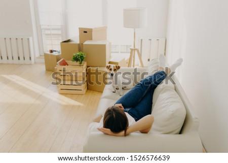 Bent lövés nyugodt nő kanapé kedvenc Stock fotó © vkstudio