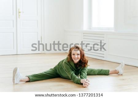 女性 体操選手 スポーツウェア 脚 階 ヨガ ストックフォト © vkstudio
