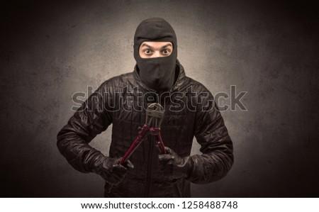Homme criminelle noir veste permanent parking Photo stock © pressmaster