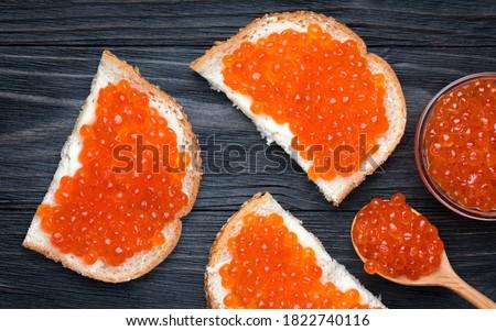 Salmão vermelho caviar tigela sanduíches Foto stock © Illia