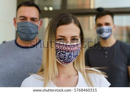 вирус серьезный человека Солнцезащитные очки гигиенический маске Сток-фото © vkstudio