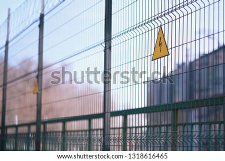 Amarelo alta tensão assinar metálico grade industrial Foto stock © evgeny89