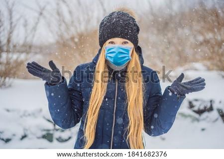 Femme hiver chutes de neige problèmes heureux neige Photo stock © galitskaya