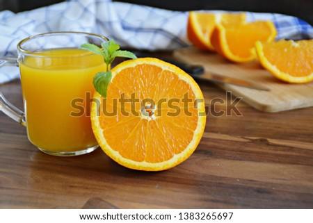 Sinaasappelsap sinaasappelen groene schil houten banner Stockfoto © galitskaya