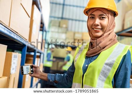 Islam muslim weiblichen Halle Arbeitnehmer Handy Stock foto © vichie81