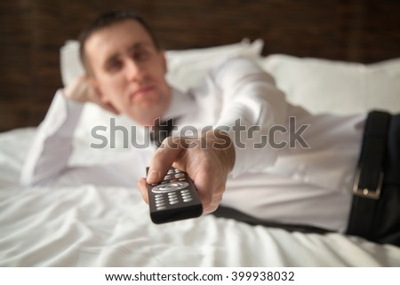 молодым · человеком · удаленных · кровать · белый - Сток-фото © wavebreak_media