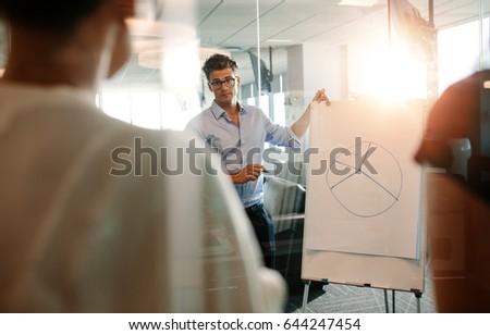 Kollégák megbeszél diagram tábla konferenciaterem iroda Stock fotó © wavebreak_media