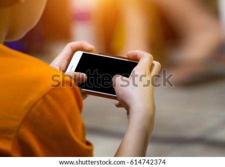Hátulnézet közelkép fiatal fiú játszik videojátékok Stock fotó © deandrobot