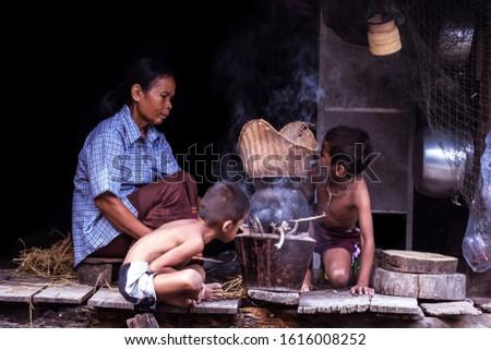 Mamãe filho arrozal arroz bali Indonésia Foto stock © galitskaya
