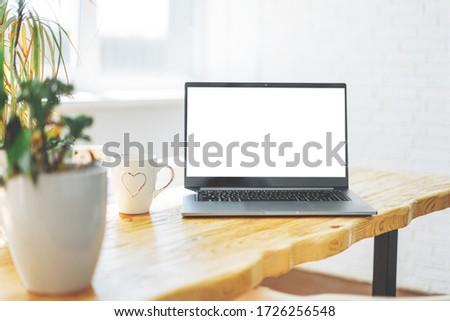 Abierto portátil cuaderno escritorio contemporáneo decorador de interiores Foto stock © pressmaster