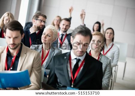 Geschäftsleute Hände angehoben up Konferenz Bildschirm Stock foto © wavebreak_media
