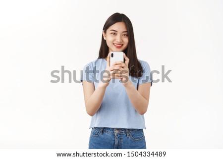 Foto aantrekkelijke vrouw moderne gadget Rood jas Stockfoto © vkstudio