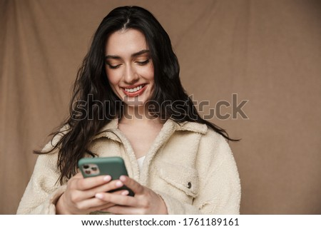 Foto sedutor alegre mulher celular Foto stock © deandrobot