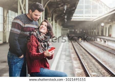 Familie Paar Plattform warten Zug schöne Frau Stock foto © vkstudio