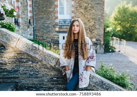 Jeunes cute femme anciens belle Photo stock © vkstudio