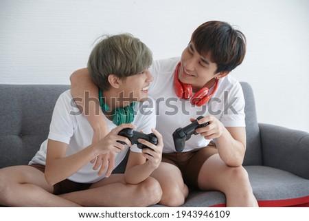 портрет Cute пару играет Видеоигры Сток-фото © deandrobot