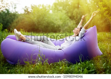 Portret młodych pretty woman zielona trawa lata Zdjęcia stock © HASLOO