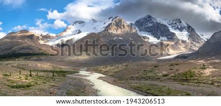 Látványos kilátás gleccser uralkodó magas hegyek Stock fotó © Klodien