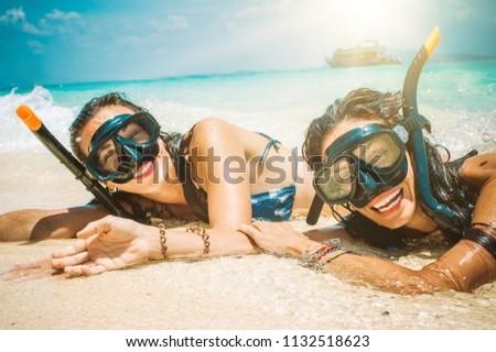 два девочек плаванию воды пляж острове Сток-фото © jeancliclac