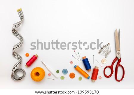 araçları · dikiş · el · yapımı · iplik · makas · ambalaj · kâğıdı - stok fotoğraf © yatsenko
