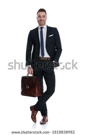 Mosolyog üzletember áll lábak keresztbe fehér üres Stock fotó © feedough