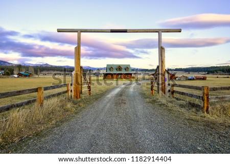 Kapu szép fából készült ranch otthon gyönyörű Stock fotó © iriana88w
