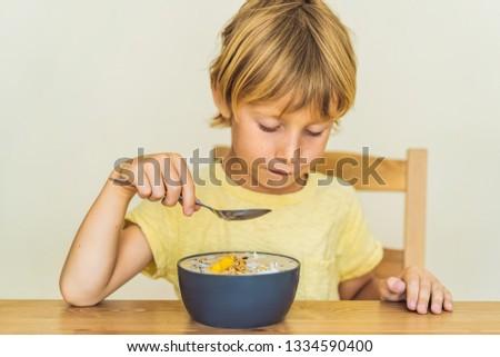 Photo stock: Séance · manger · fraîches · smoothie · bol