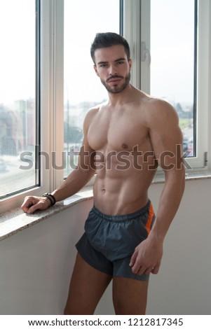 sin · camisa · muscular · hombre · blanco · toalla - foto stock © zurijeta