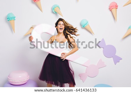 Engraçado belo mulher jovem pirulito cantando indicação Foto stock © deandrobot