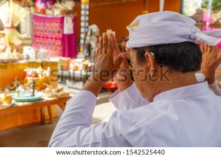 Ludzi tradycyjny ubrania religijnych ceremonia świątyni Zdjęcia stock © galitskaya