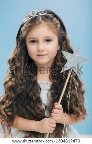 Stock fotó: Kicsi · gyerek · angyal · hosszú · haj · kék · szemek