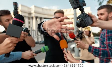 apretón · de · manos · enfoque · primer · plano · empresarias · negocios - foto stock © wavebreak_media