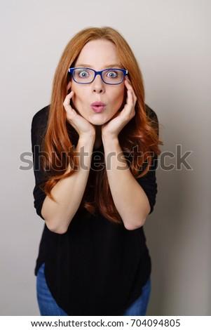 mulher · lábios · vermelhos · mãos · câmera - foto stock © wavebreak_media