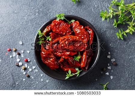 zwarte · olijven · gedroogd · tomaten · kom · witte · plantaardige - stockfoto © Digifoodstock