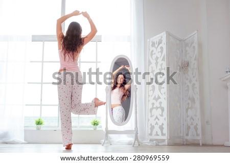 Kadın yatak odası pencere ofis binası yetişkin Stok fotoğraf © IS2